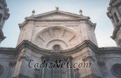 Cadiz:Remate de la fachada principal de la Catedral