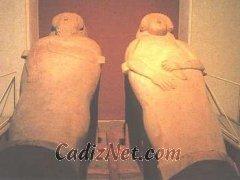 Cadiz:Sarcófagos antropoides hallados en la necrópolis de Cádiz. Museo de Cádiz