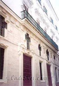 Cadiz:Fachada del edificio, que en la actualidad alberga el Obispado de Cádiz