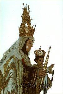 Cadiz:La imagen de la Virgen luce los atributos de Capitán General de la Armada, siendo el Almirante Jefe de la Zona Marítima del Estrecho su Hermano Mayor Honorario