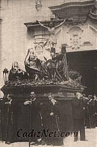 Cadiz:Grupo escultórico de las Siete Palabras, que se conserva en la Santa Cueva de Cádiz, cuando salía procesionalmente a mediados del siglo XX.